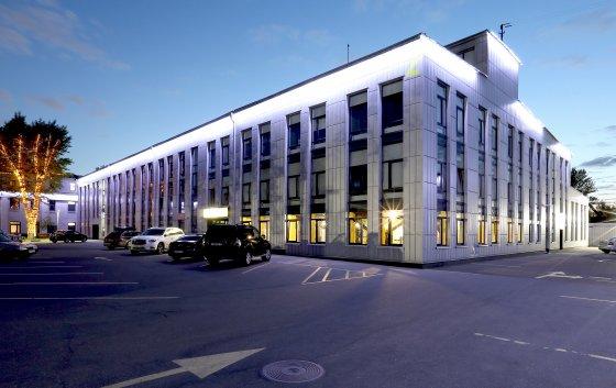 Общая площадь – 7 130 м2 _ 3 этажа _ высота потолков – от 3,0 до 4,3 м